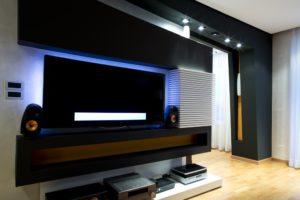 Thuisbioscoop met grote tv in de woonkamer? | Grote tv kopen
